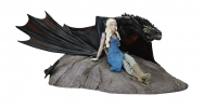 Dark Horse Game of Thrones Statue Daenerys & Drogon